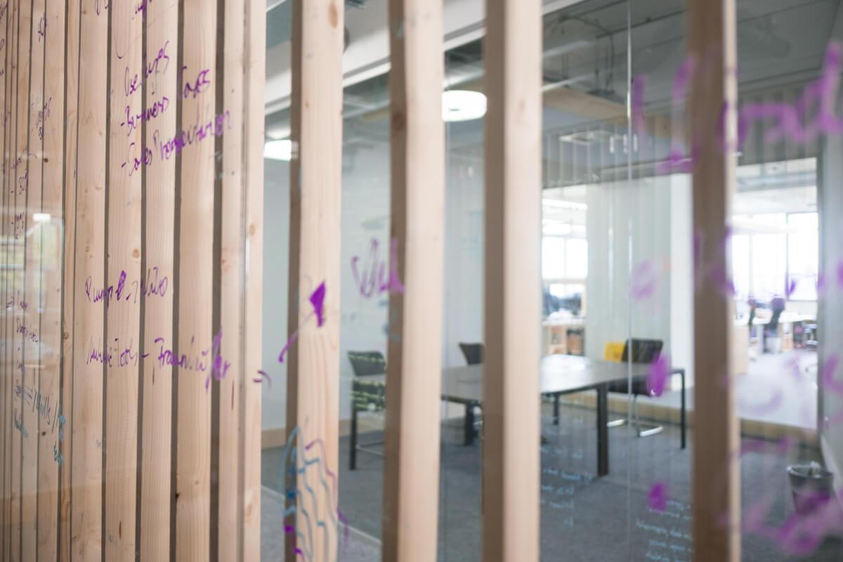 Konferenzraum Besprechungsraum Glaswand Konux München Nobla Innenarchitekt