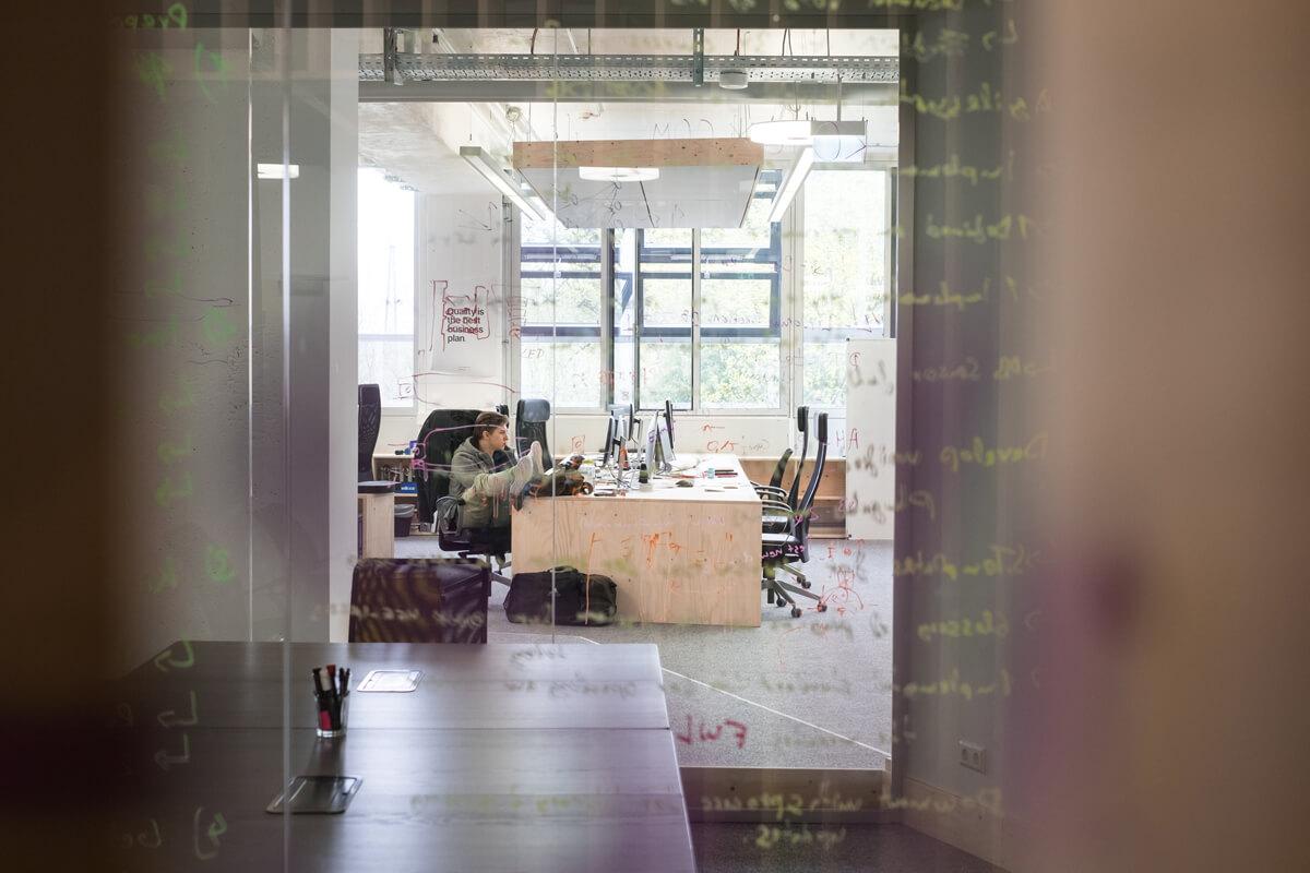 Büroeinrichtung Glaswand Bürokonzept Konux München Nobla Karlsruhe Planungsbüro