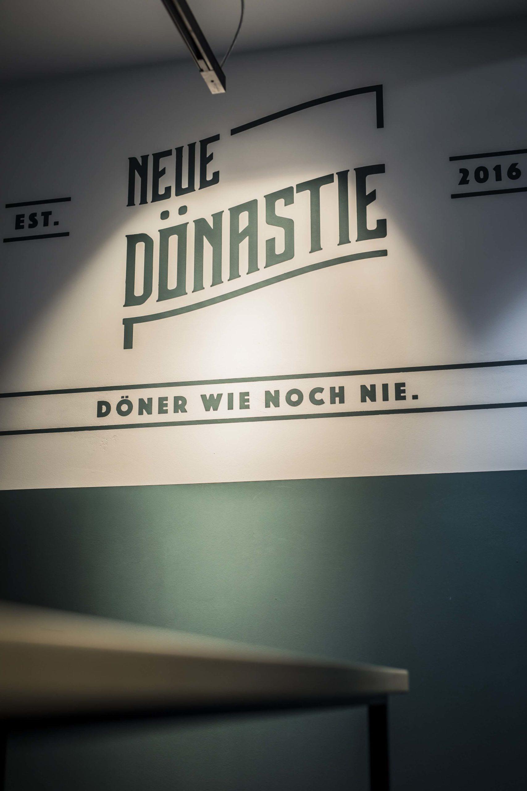 Wandschrift Neue Dönastie Stuttgart Nobla Raumgestaltung