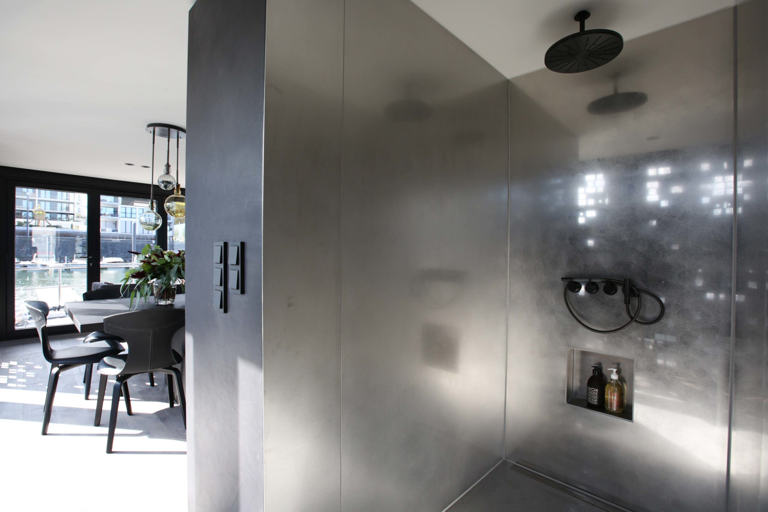 Badezimmereinrichtung Dusche Onyx Hausboot